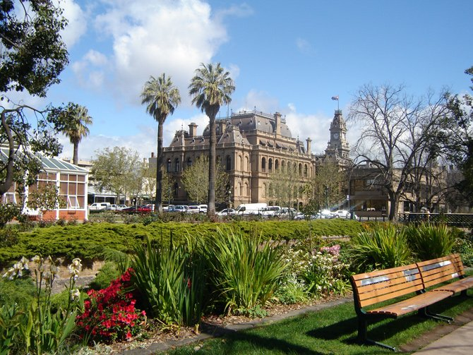 Castlemaine, Maldon and Bendigo are interesting historic locations ...